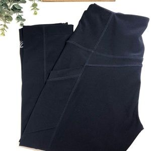 MPG Navy Active Capri Leggings with Pockets